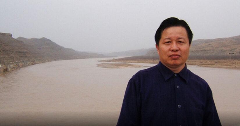 """維權律師高智晟於二零零五年十二月十三日發表退黨聲明後表示:""""我認為解決中國問題最根本的癥結就是拋棄這個邪惡的製度。《九評共產黨》提供了一個極好的途徑,傳播《九評共產黨》促三退是截至目前為止最為有效、最為和平的一個方式。"""""""