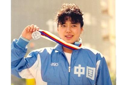 黃曉敏,前奧運名將,被泳壇譽為女「蛙王」,「五朵金花」之一。